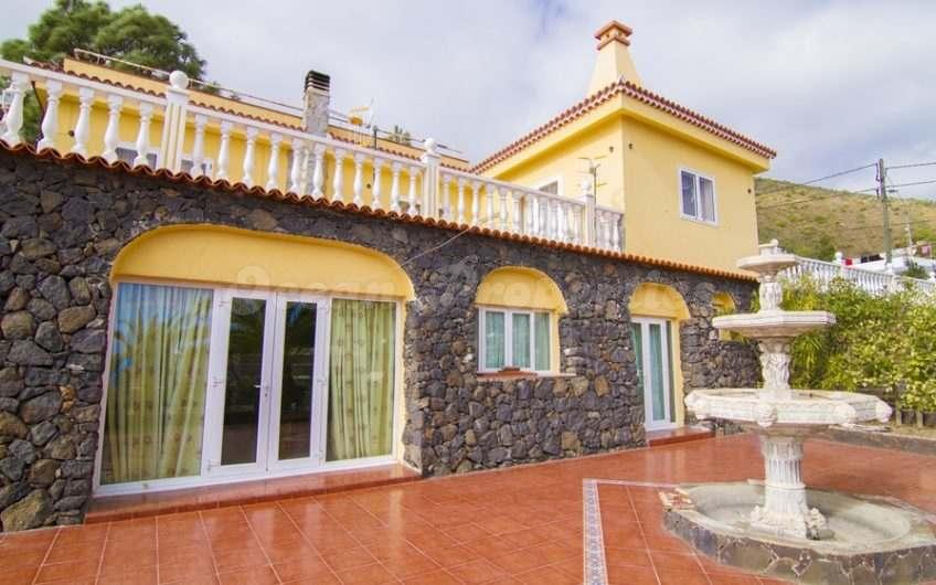 Cruz de Tea, Villa